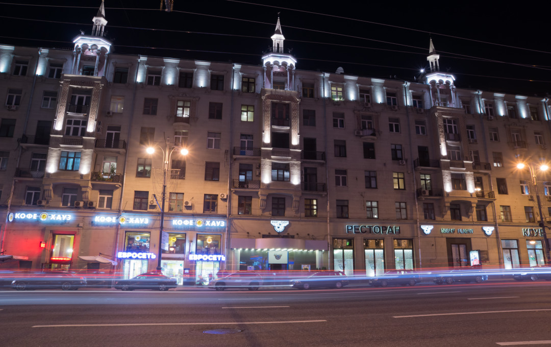Tverskaya 17-House under her skirt. Designed by A.g. Mordvinova and P.a. engineer Krasilnikova in 1940 year. Angle Tower House was decorated with a sculpture of a ballerina, so House and got the nickname
