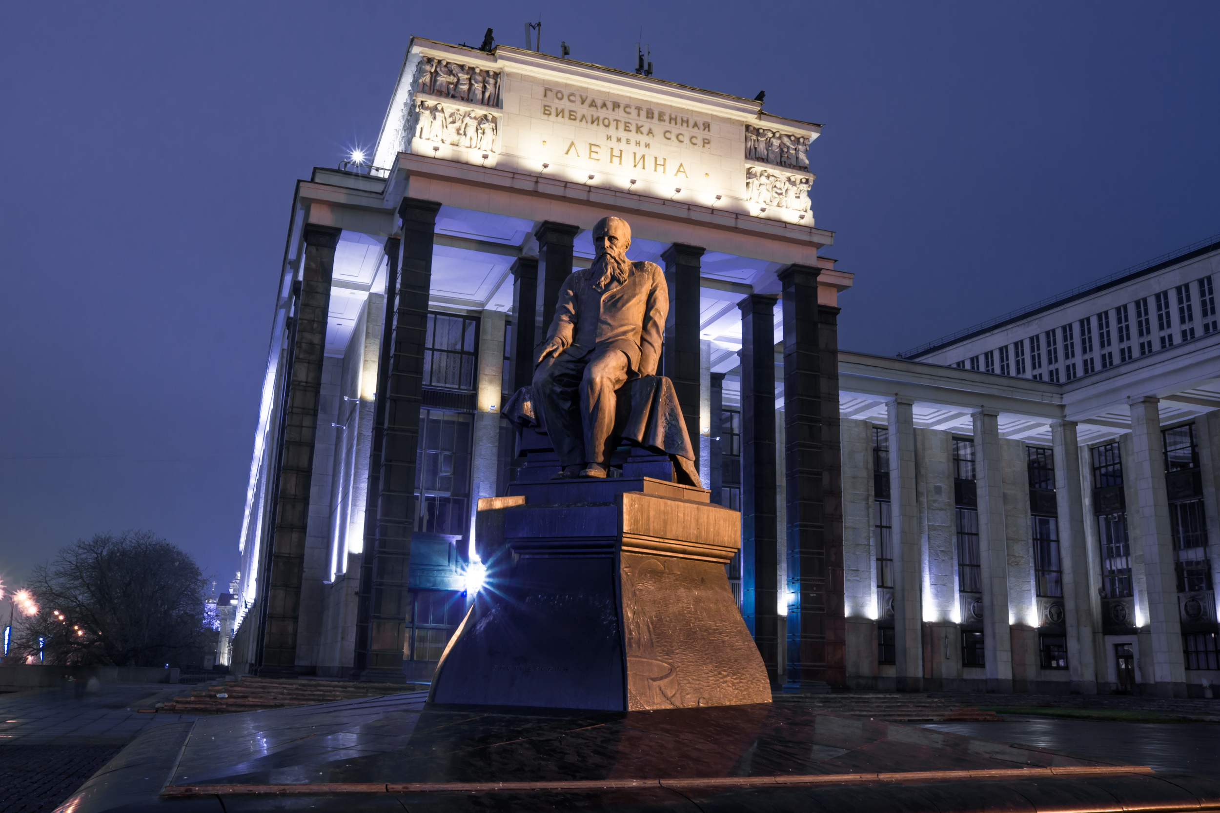 monument of Dostoevsky the Russian State Library