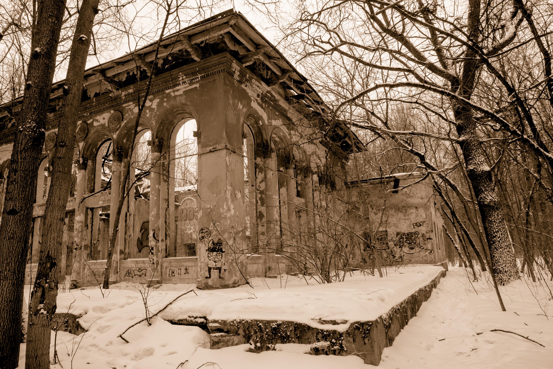 Détruit le bâtiment dans le parc Izmaïlov