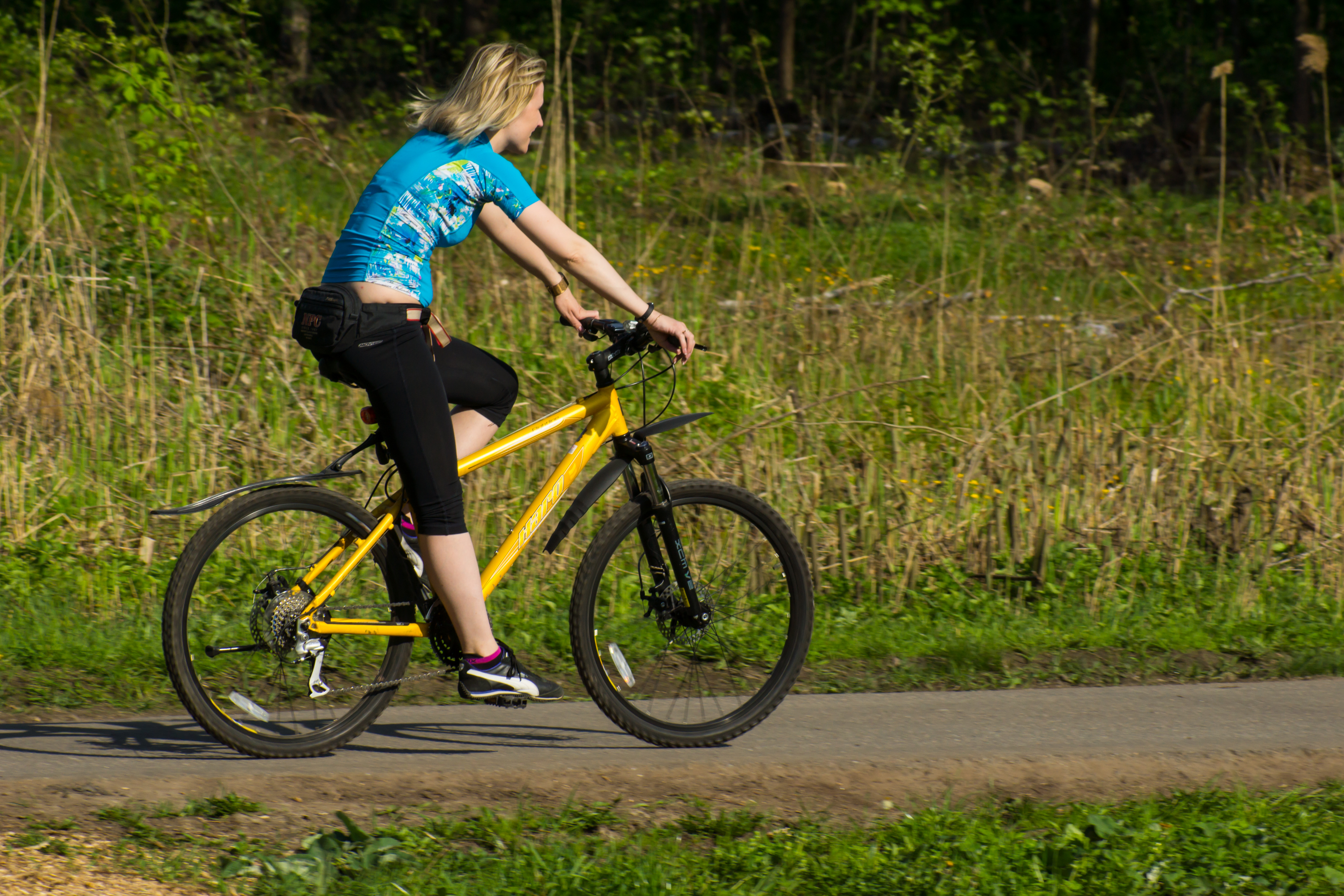 Cyclists in izmaylovskiy Park