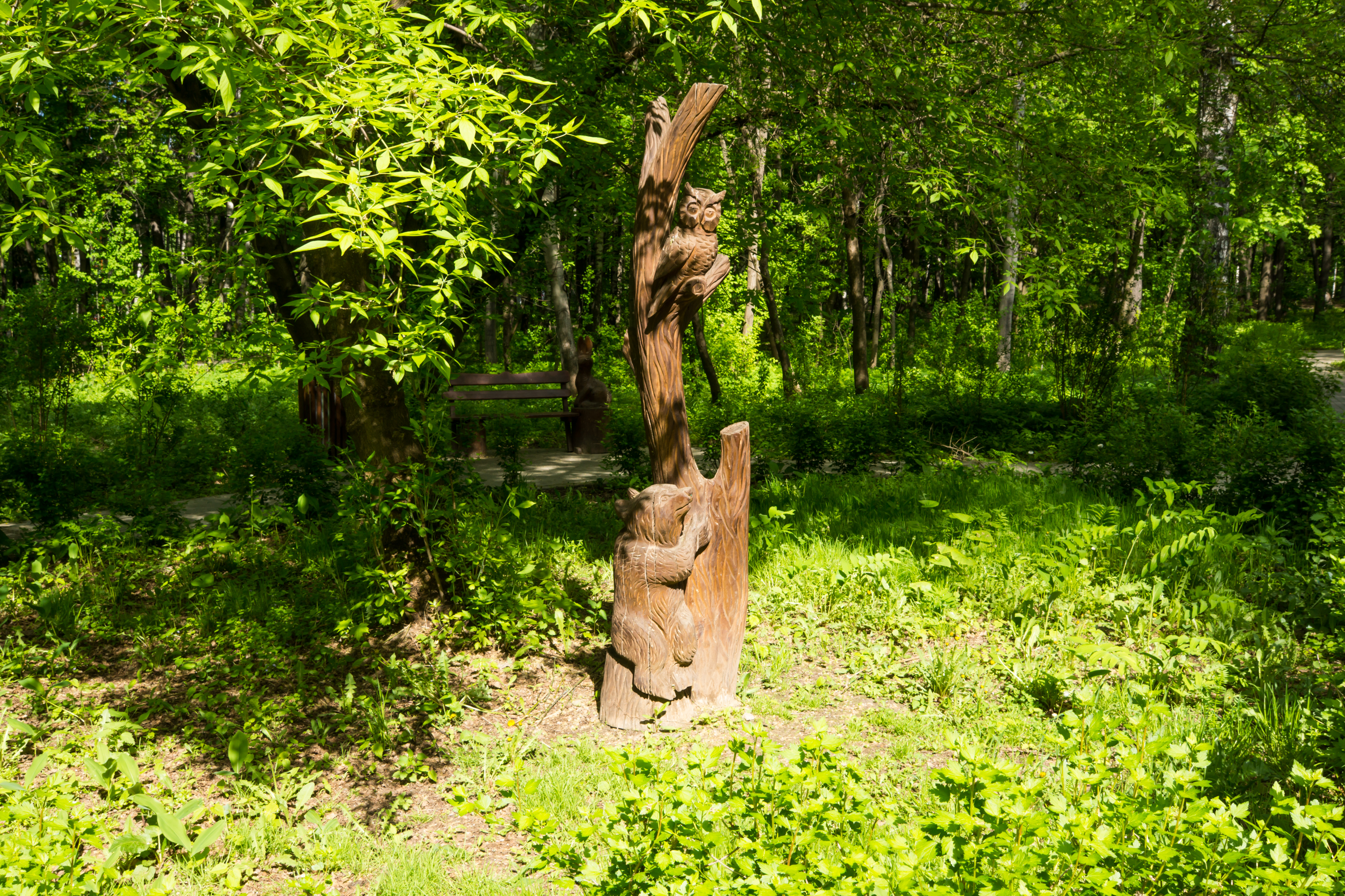 In izmaylovskiy Park has plenty of carved wooden figures