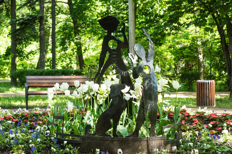 скульптурные группы в парке Сокольники