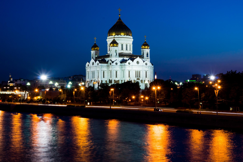 Catedral de Cristo Salvador-vista desde el muelle de Bersenevskoj