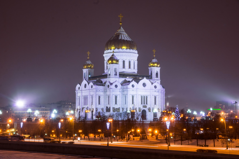 Foto de la Catedral de Cristo Salvador en la nieve del invierno
