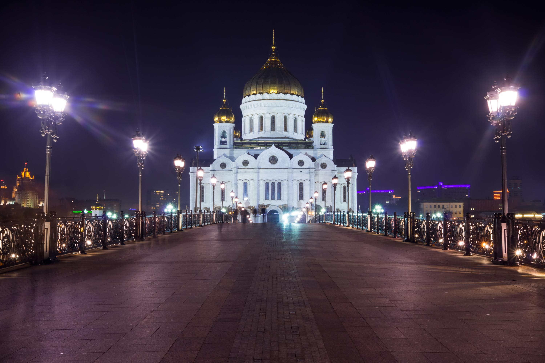 Vista de la Catedral de Cristo Salvador con puente patriarcal