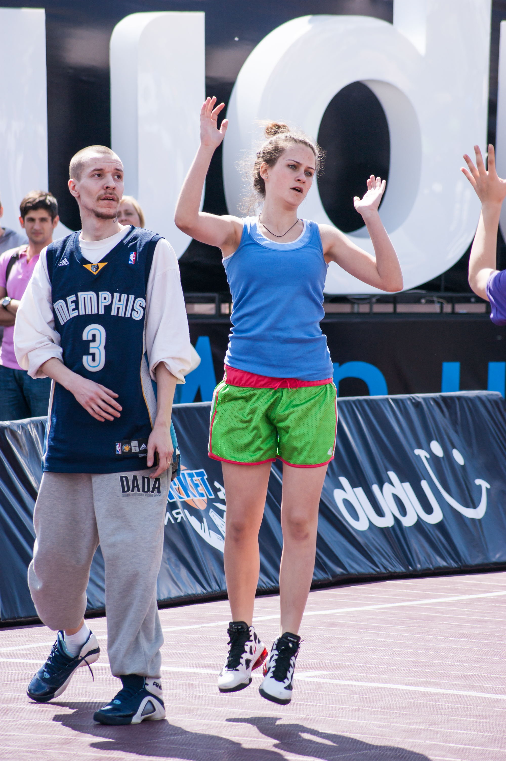 In streetball and play girls. The teams are mixed