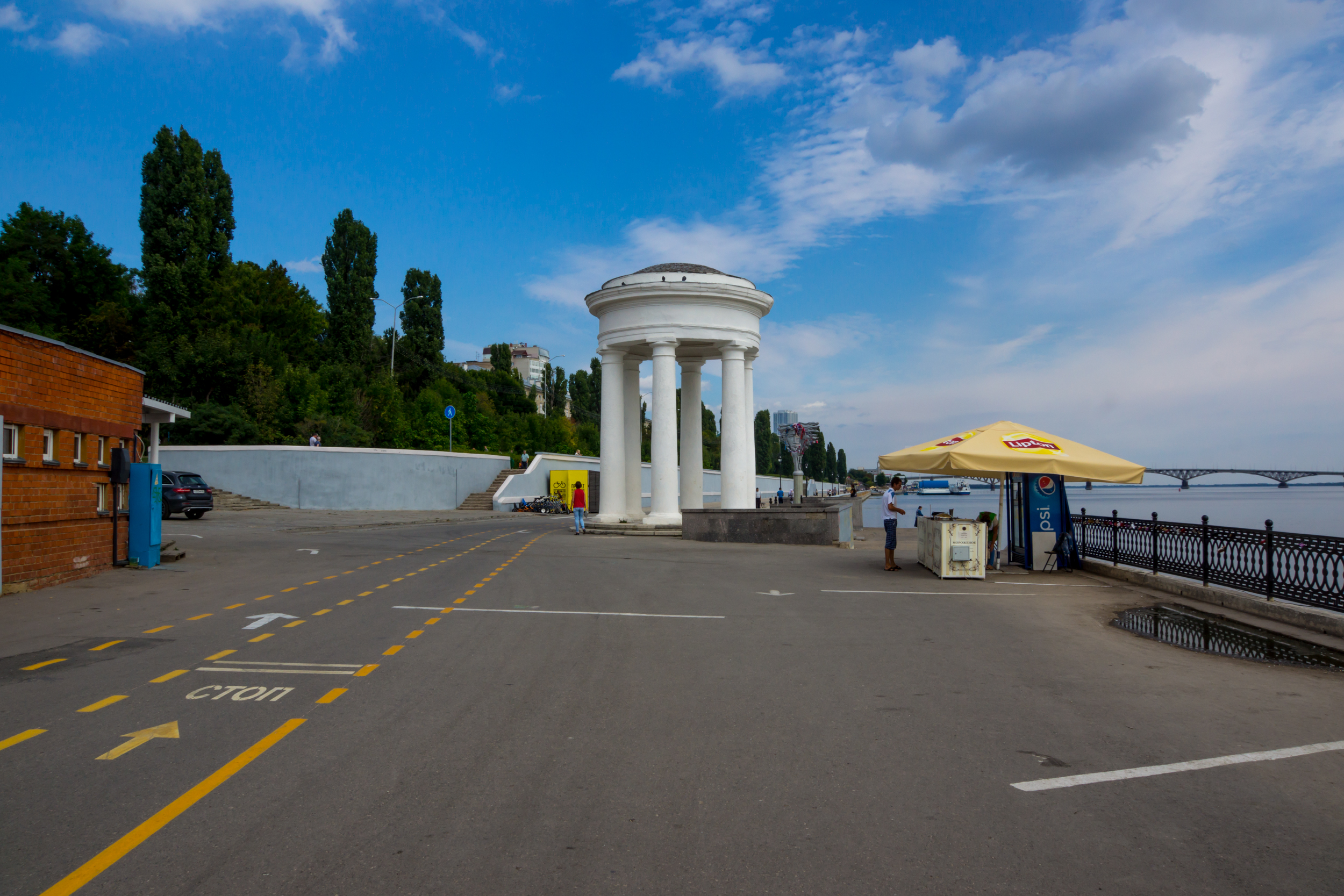 The rotunda at the Saratov promenade