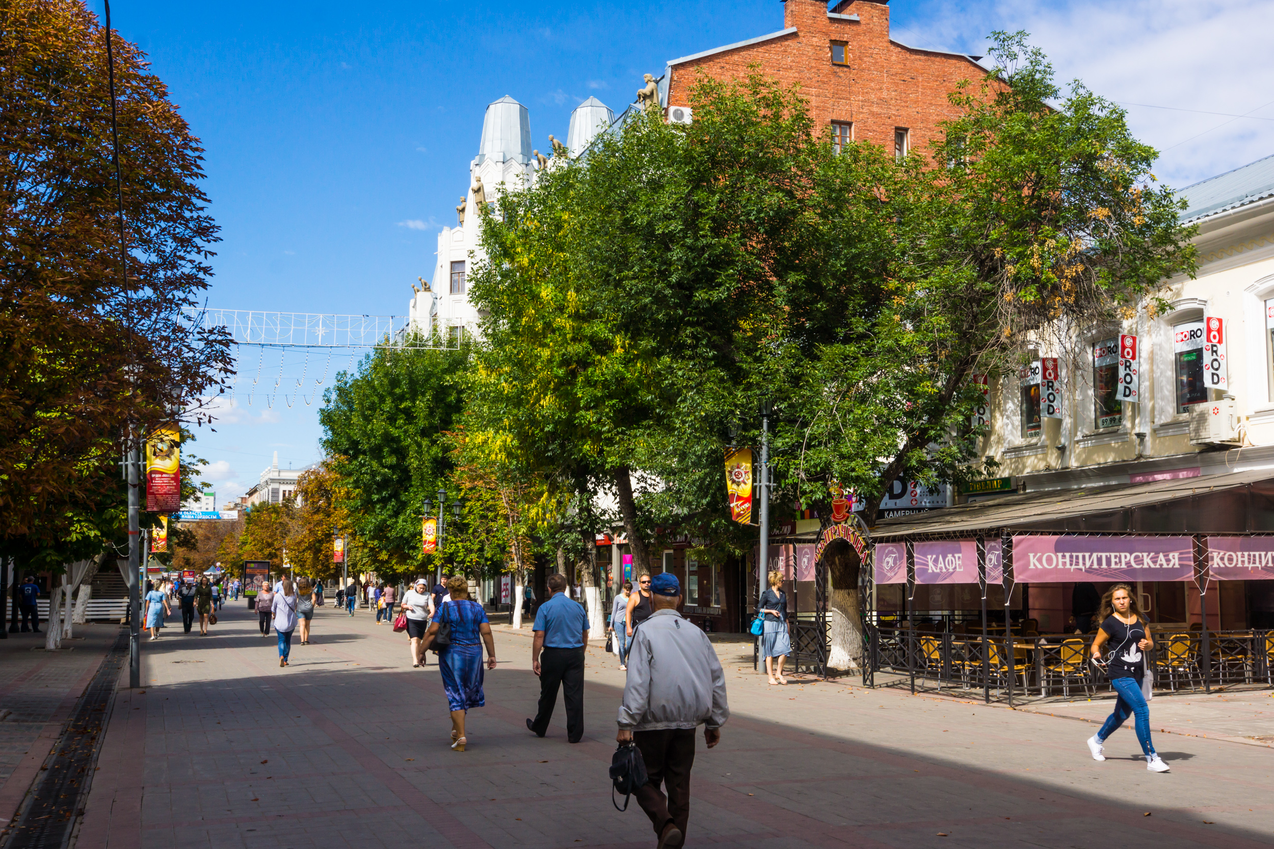 Kirov Avenue in September