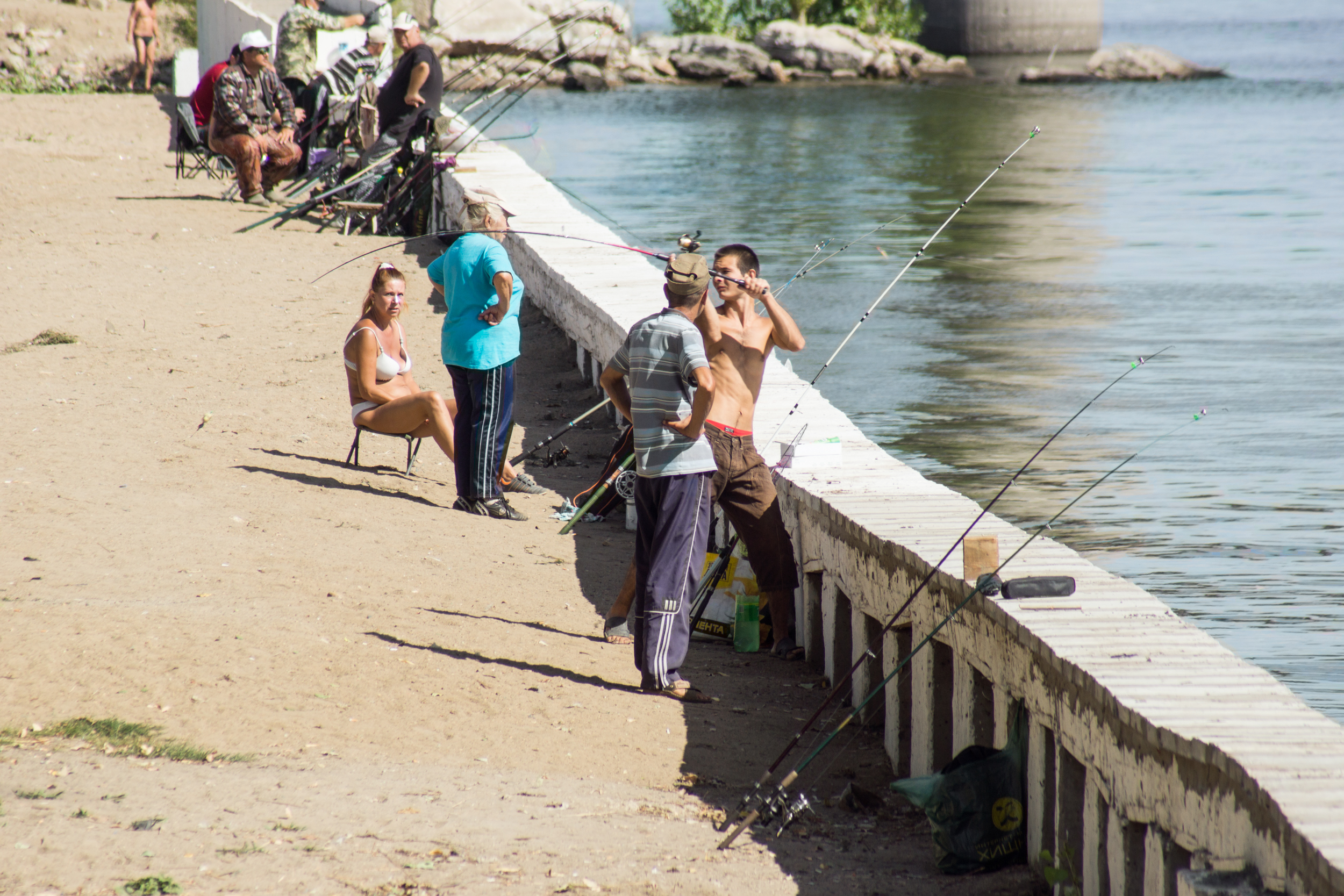 Fishermen from the Saratov bridge
