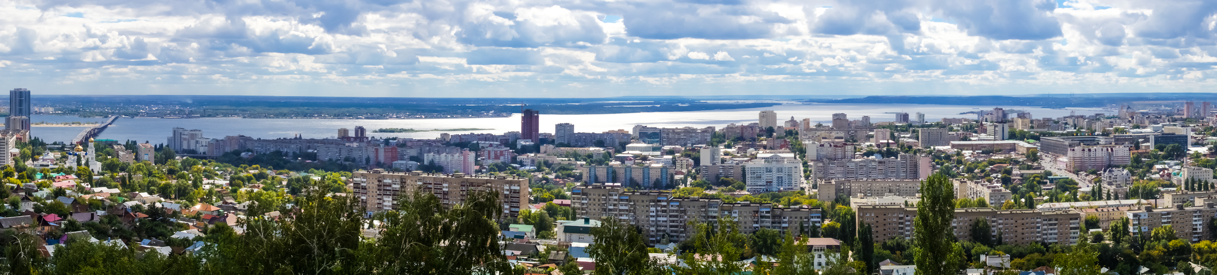 Saratov panorama-view from the platform at the monument of Cranes