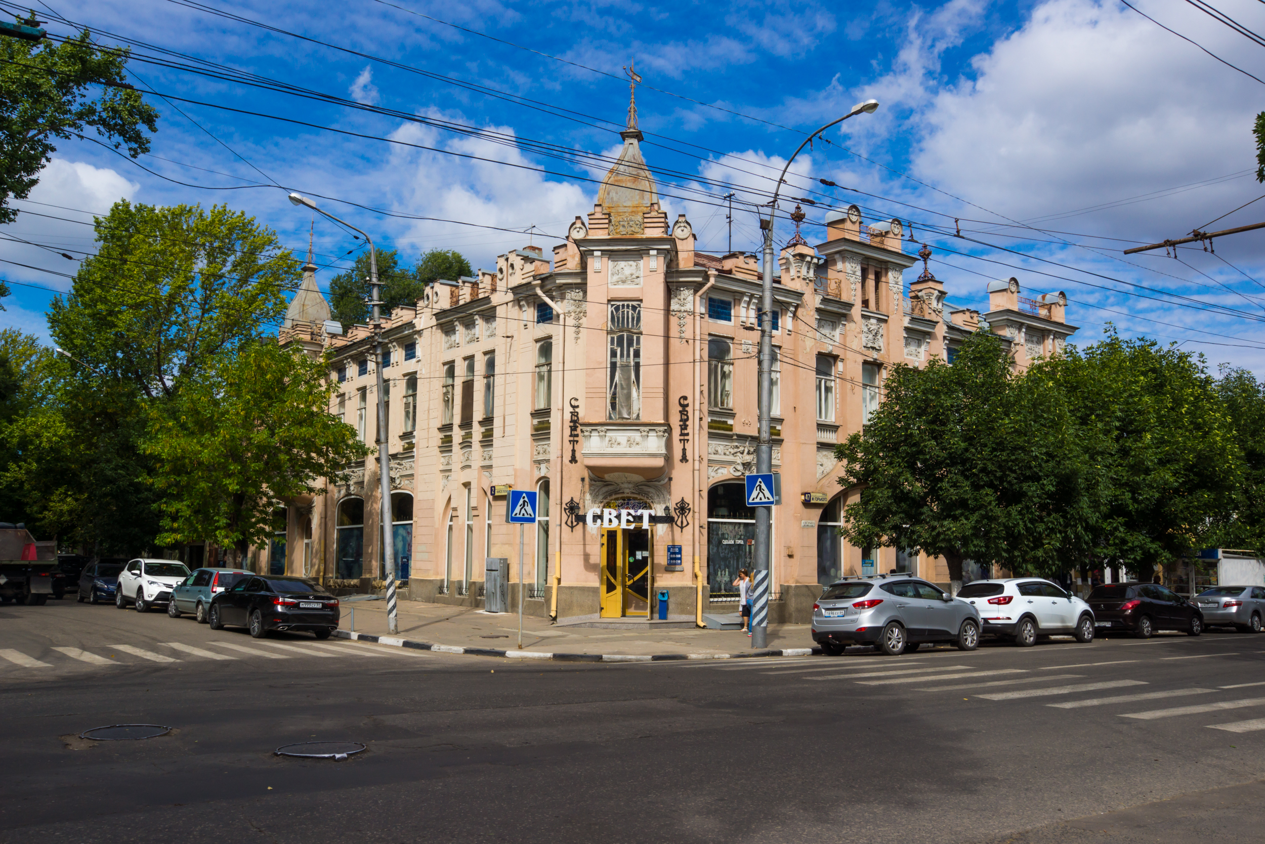 Building of Saratov, built in the 19 century and beginning of the 20.