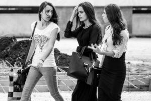Bilder von Frauen in der Stadt Saratow