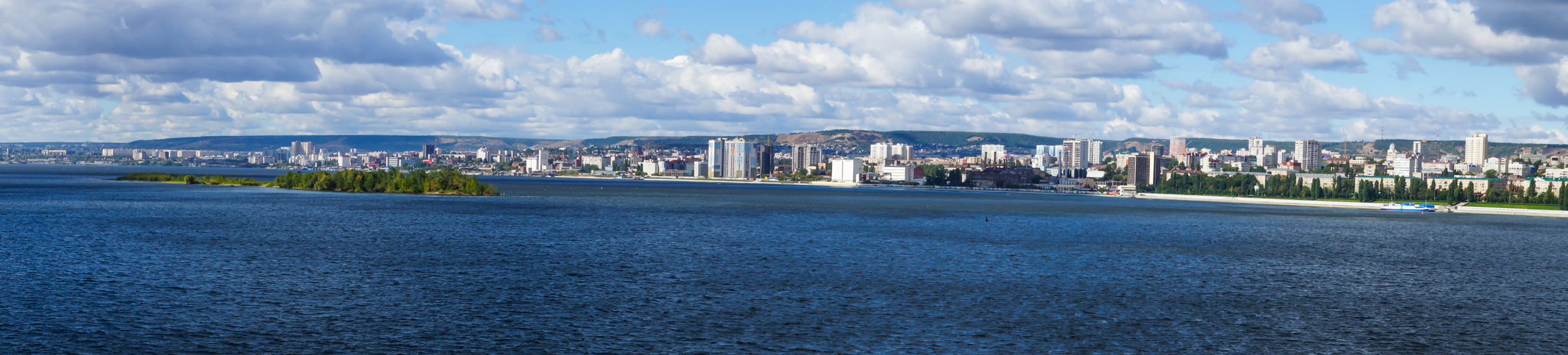 Saratov 2016-views of the city from the Saratov bridge. People who have seen the city from the bridge on a sunny day, known as the White City of Saratov.