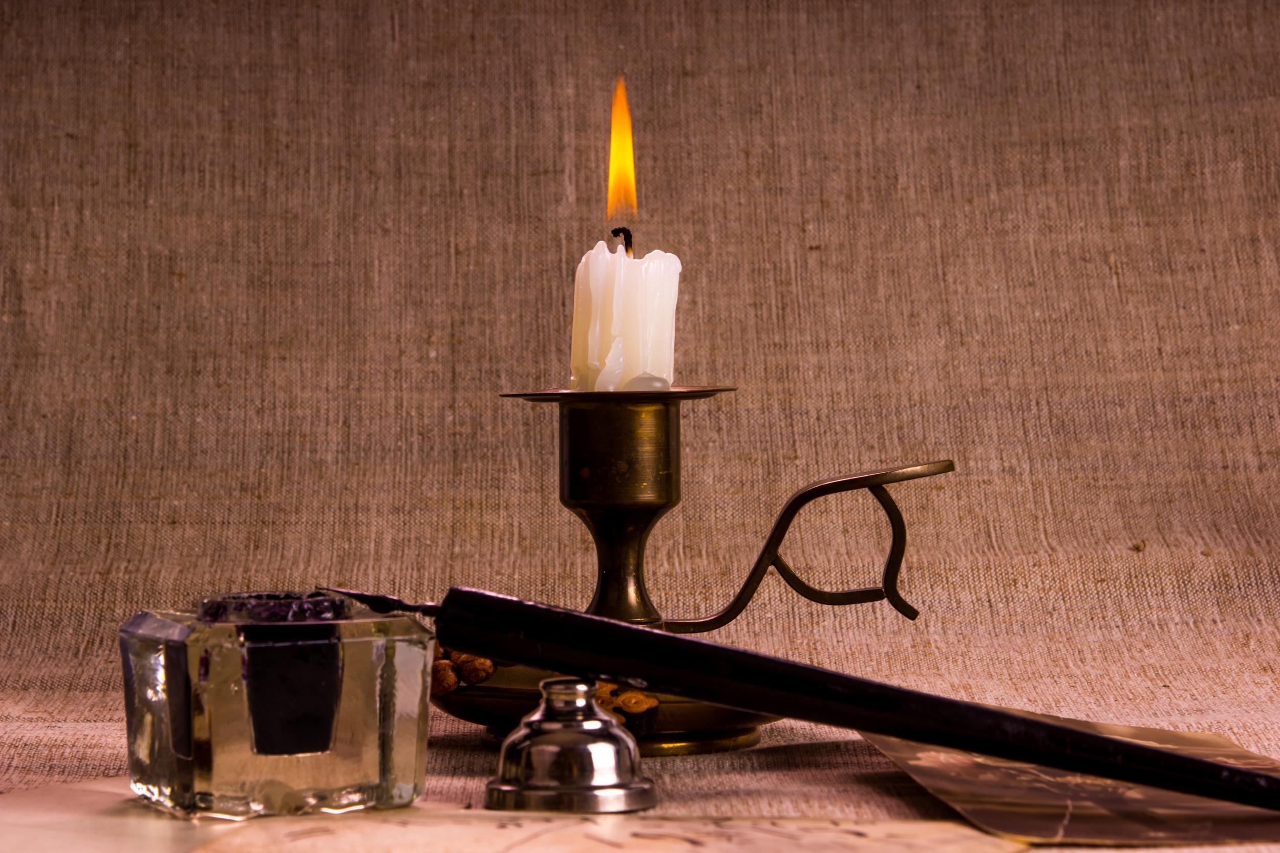 свеча с чернильницей