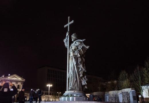 Фото памятника князю Владимиру