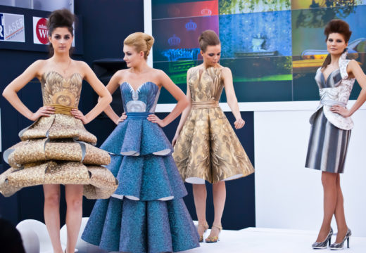 Платья из обоев - девушки в платьях из обоев