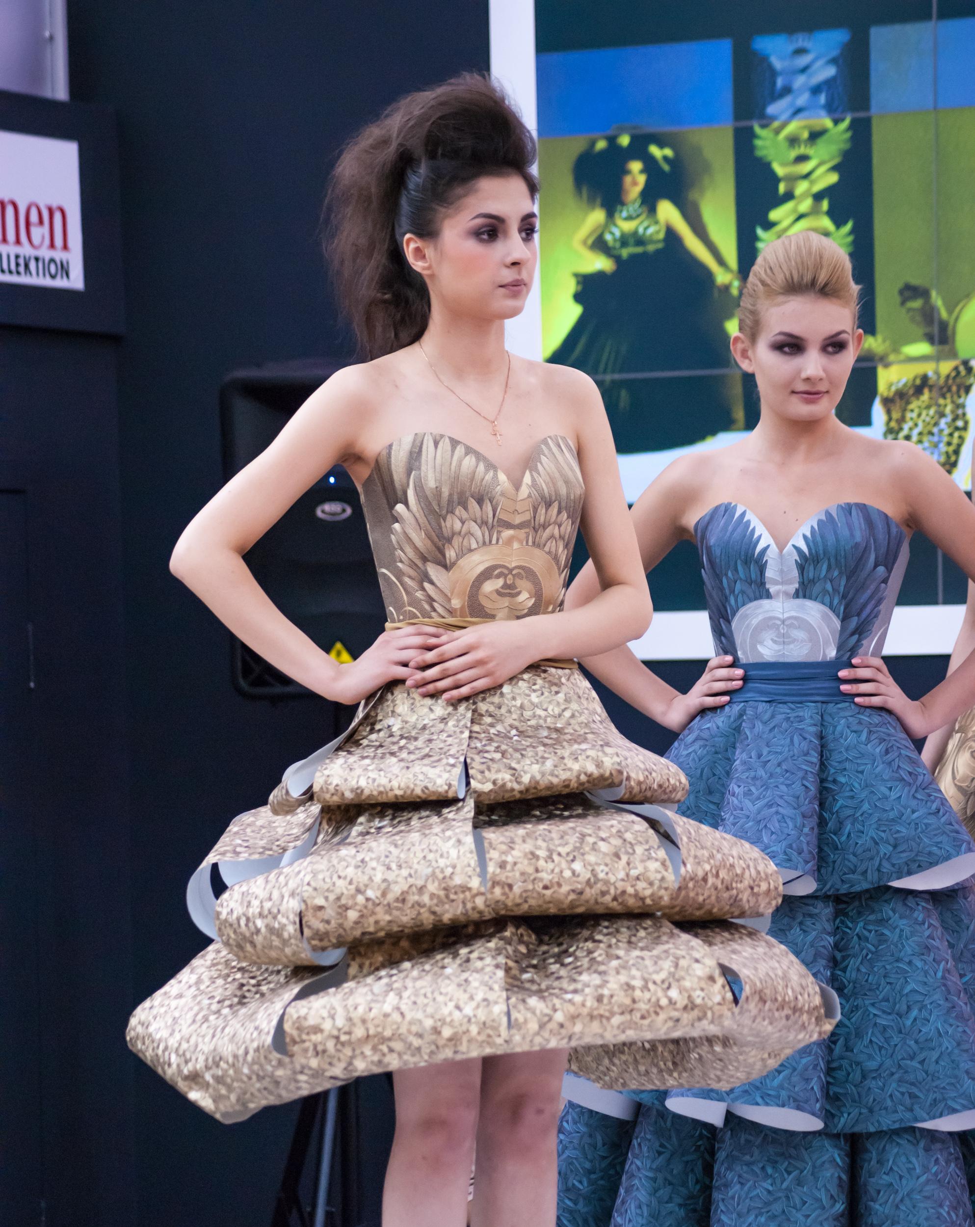 Платья из обоев - фото