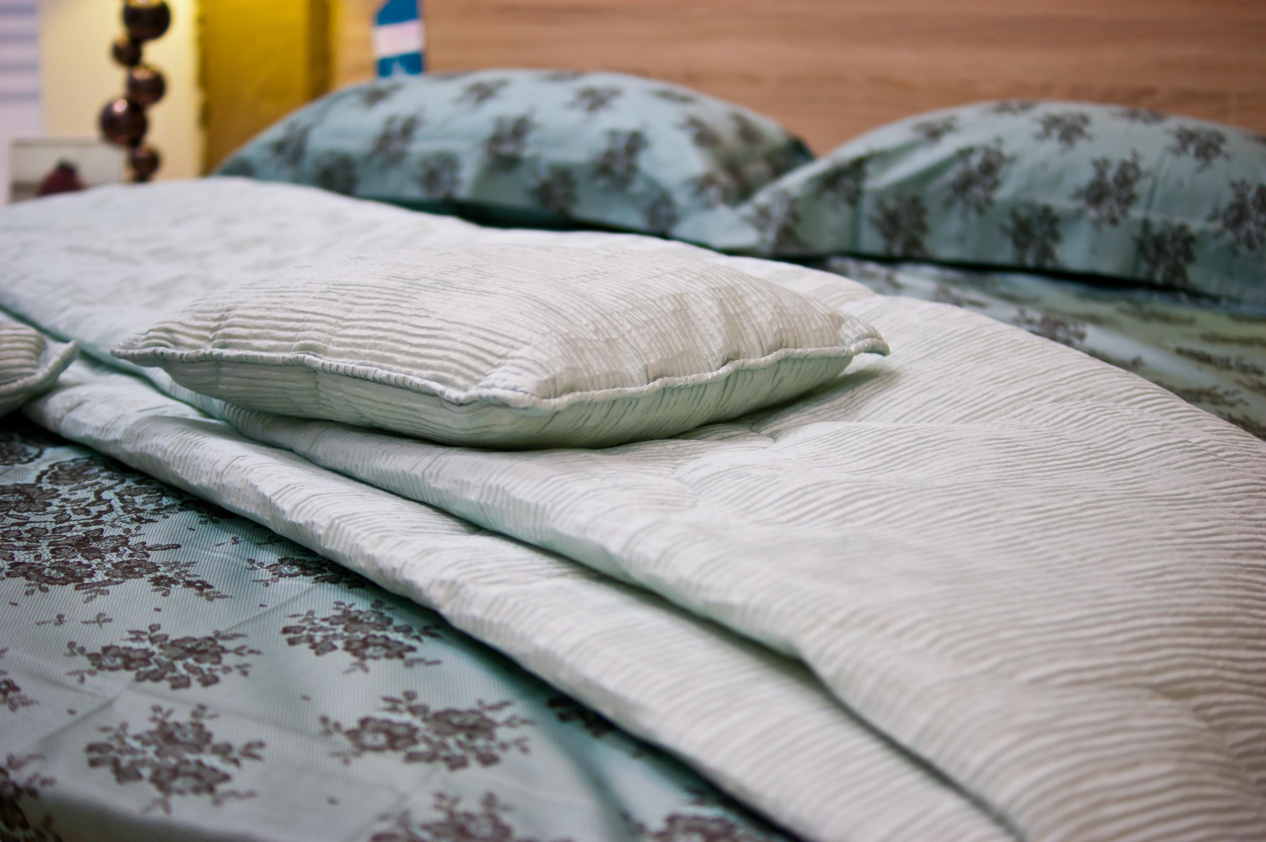 Изголовье кровати - фото
