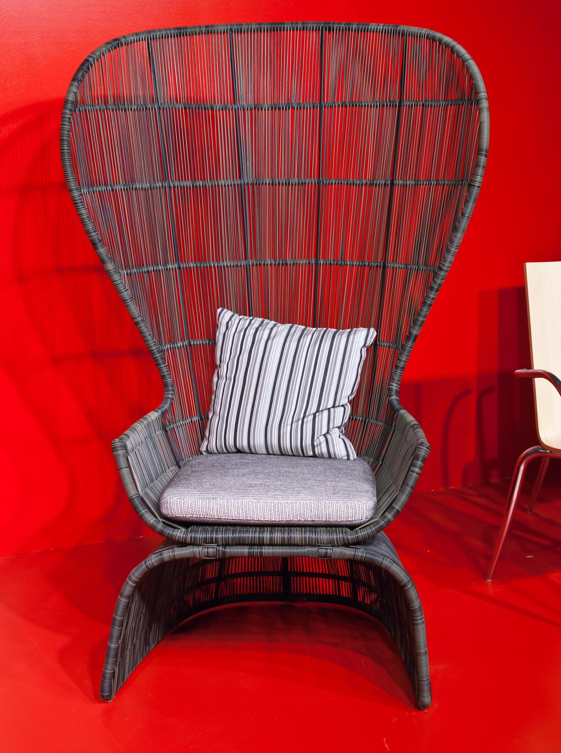 Плетеное кресло для патио