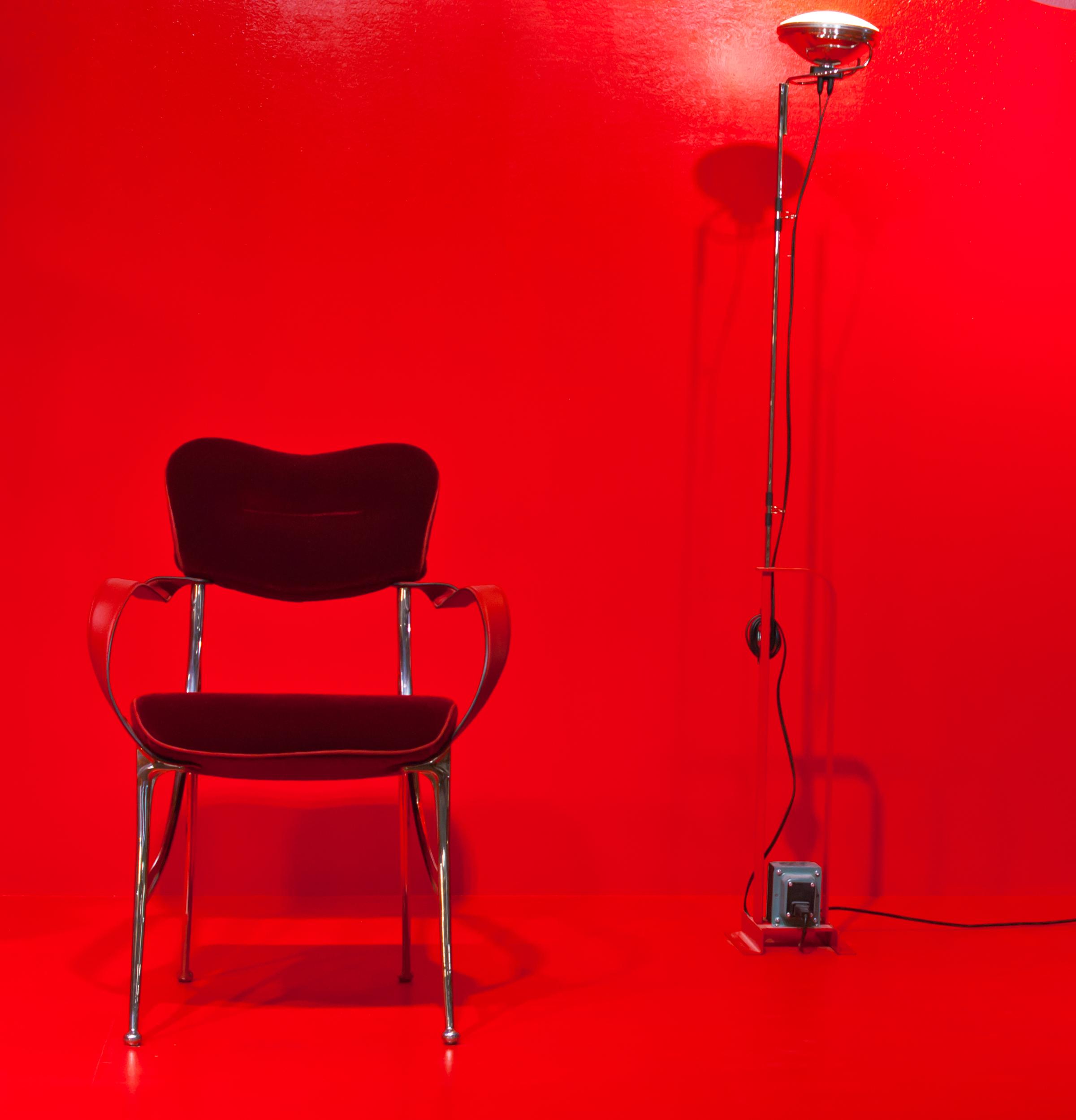 Кресло и торшер