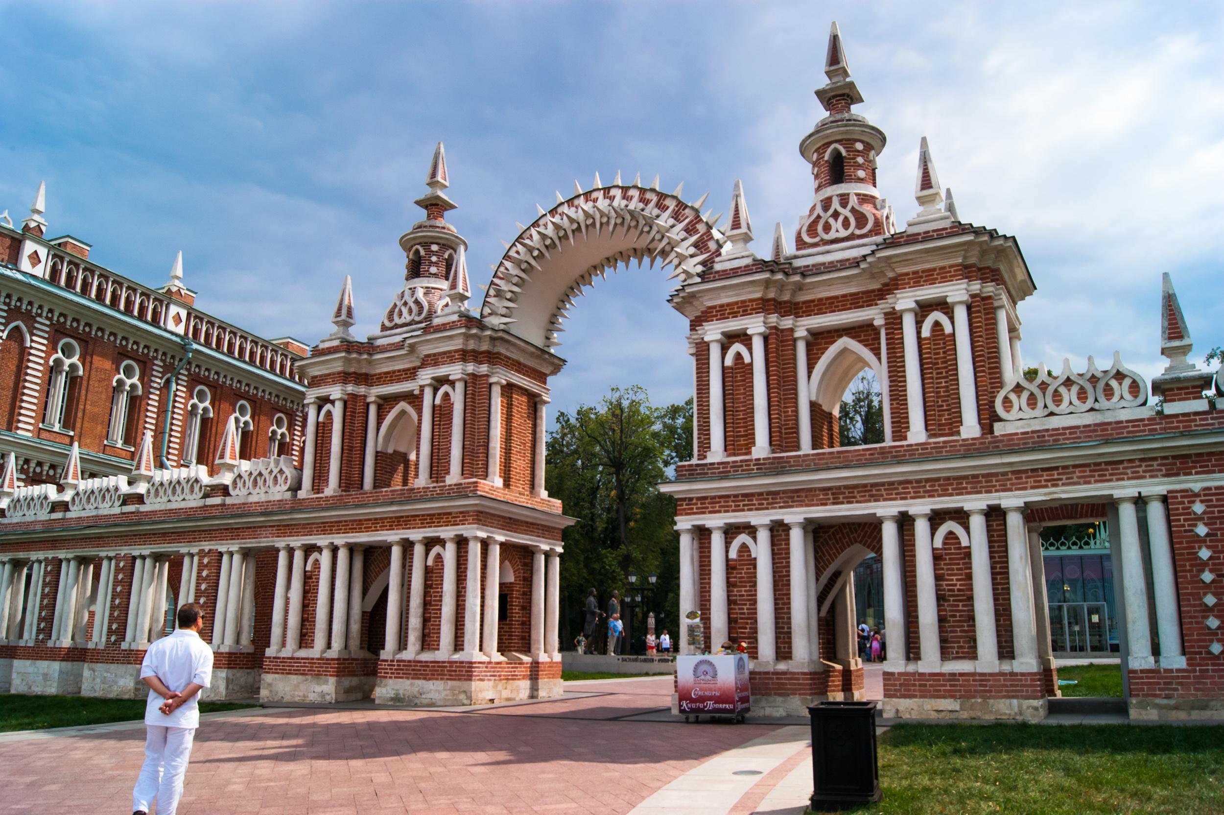 арка между Большим дворцом и Хлебным домом