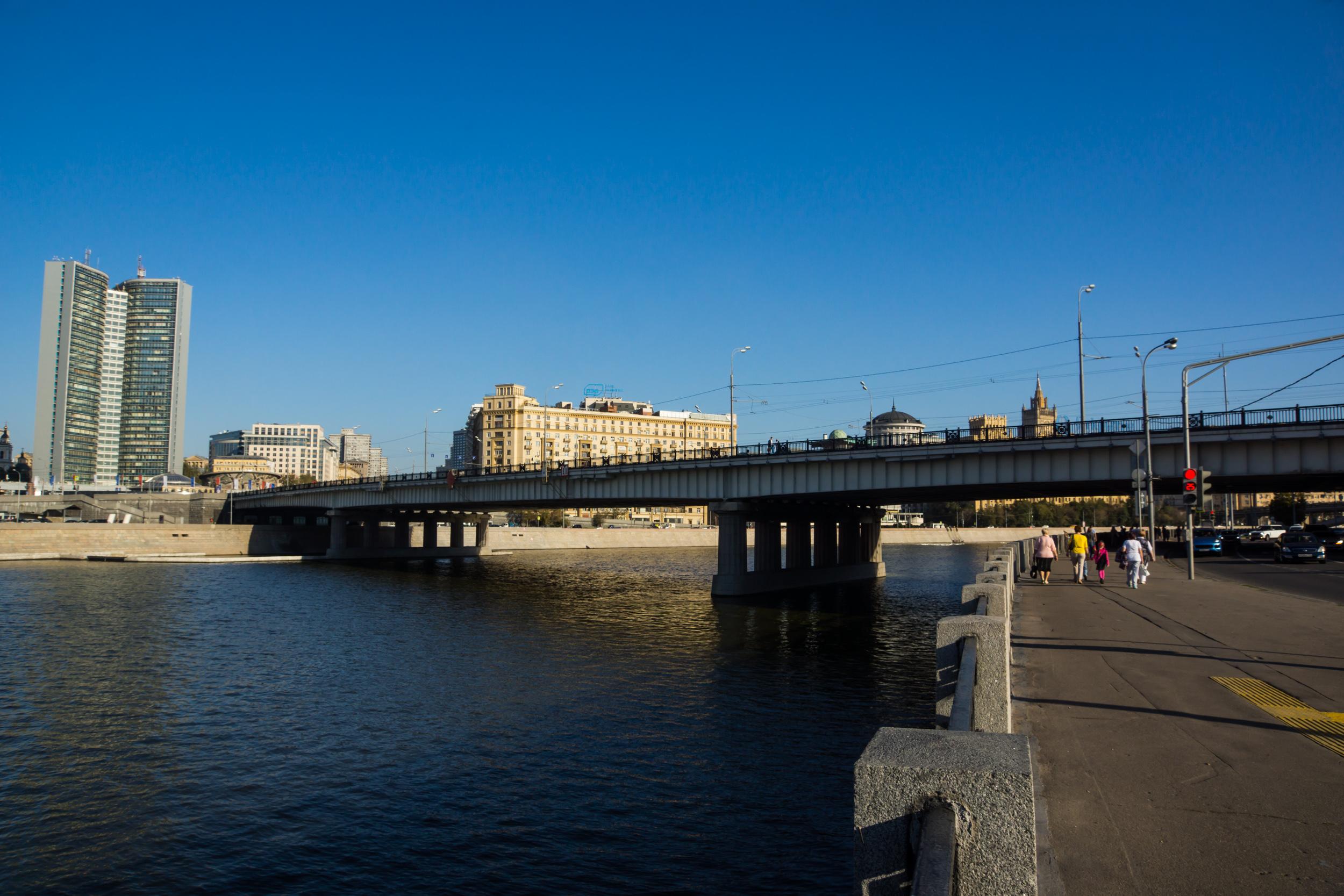 Вид на Новоарбатский мост и здание СЭВ