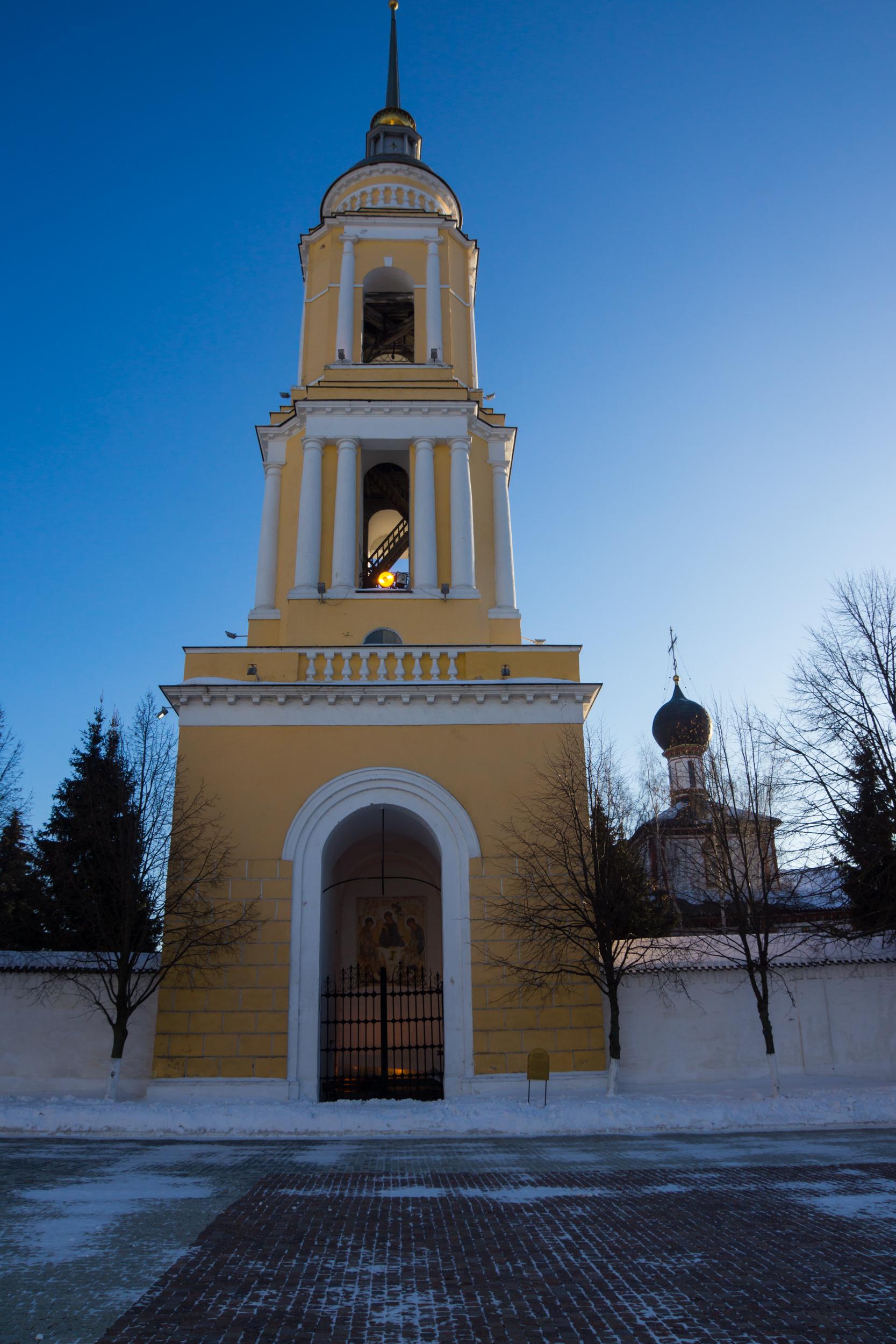 Колокольня Свято-Троицкого Ново-Голутвина женского монастыря.