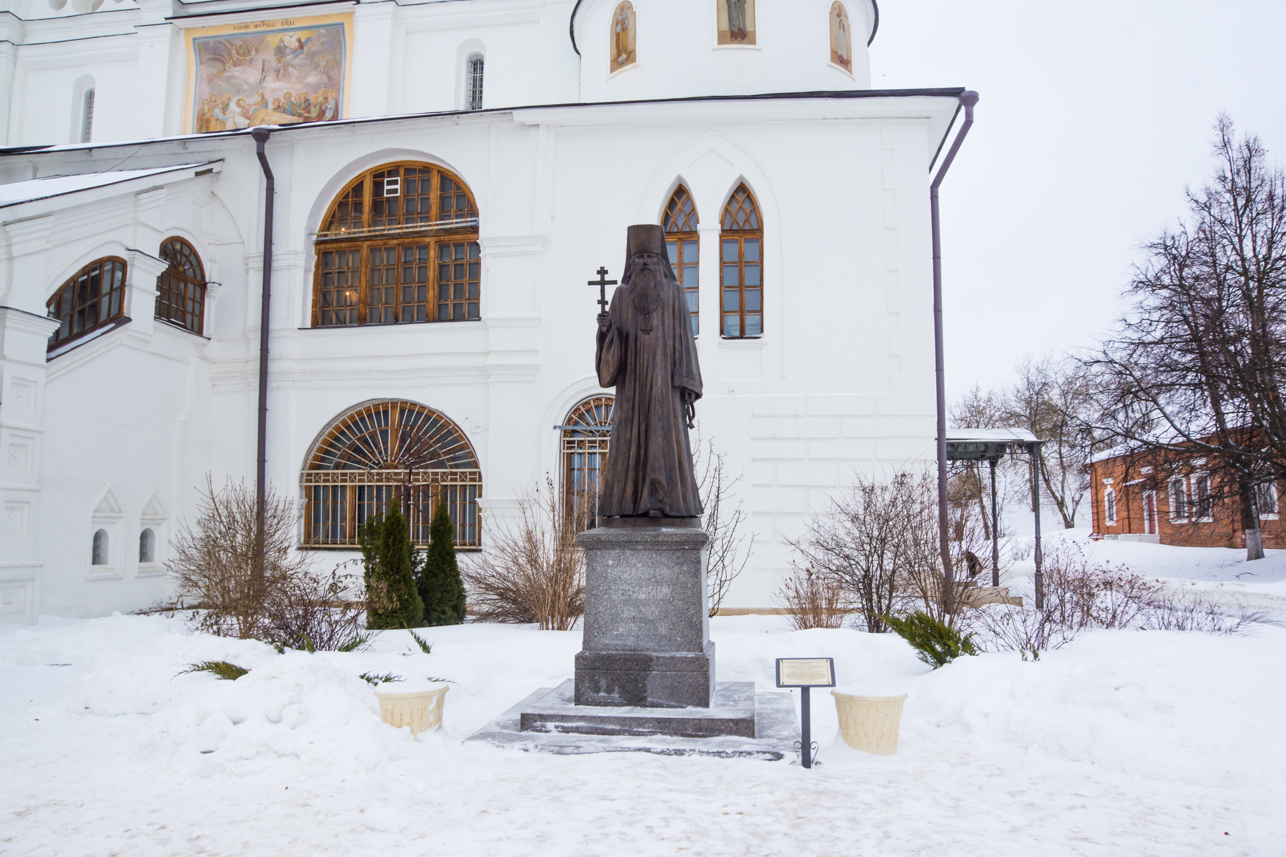 the Monument to Hieromartyr Seraphim in front of the Dormition Cathedral.