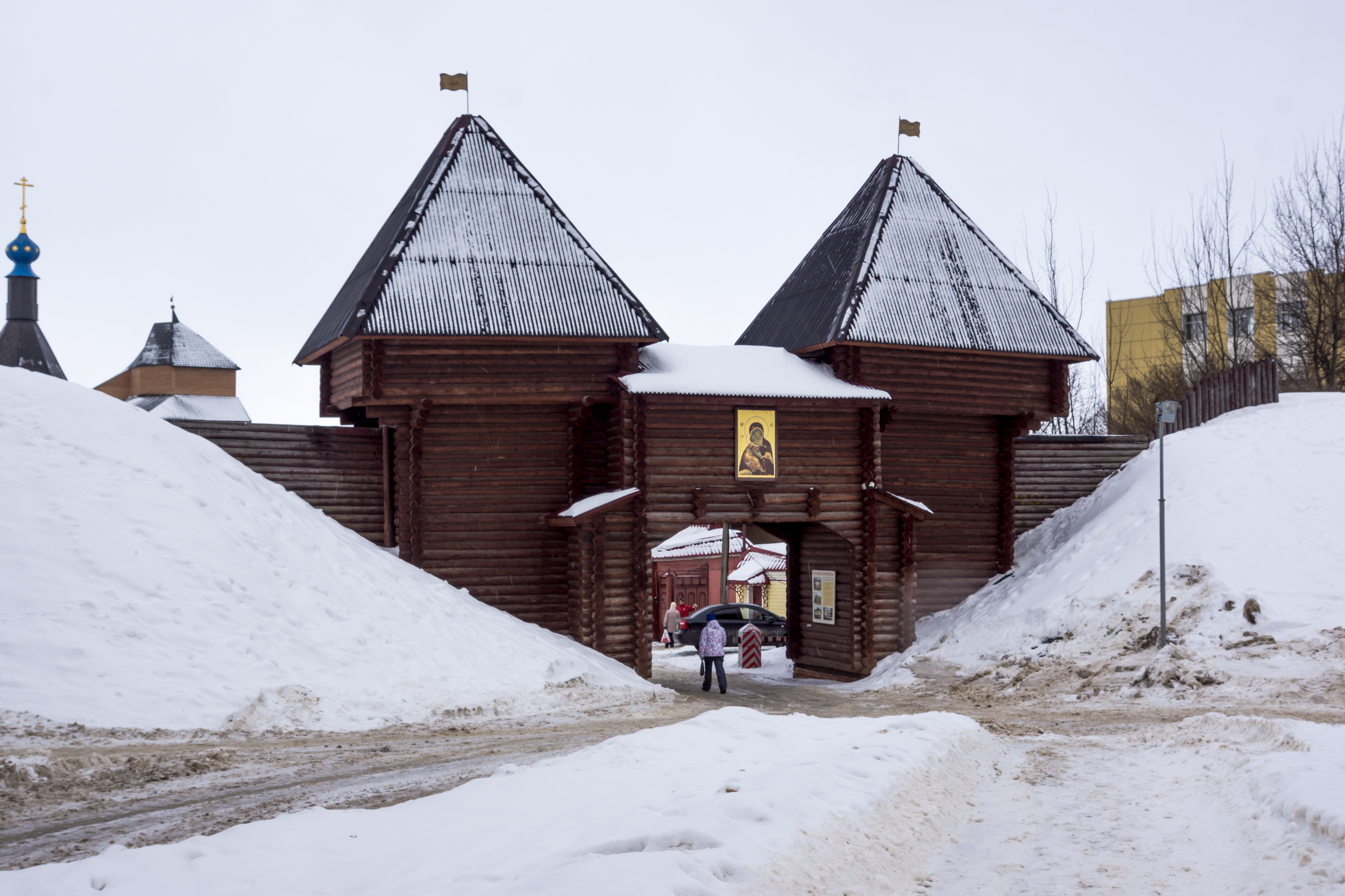 the entrance gate of the Dmitrov Kremlin
