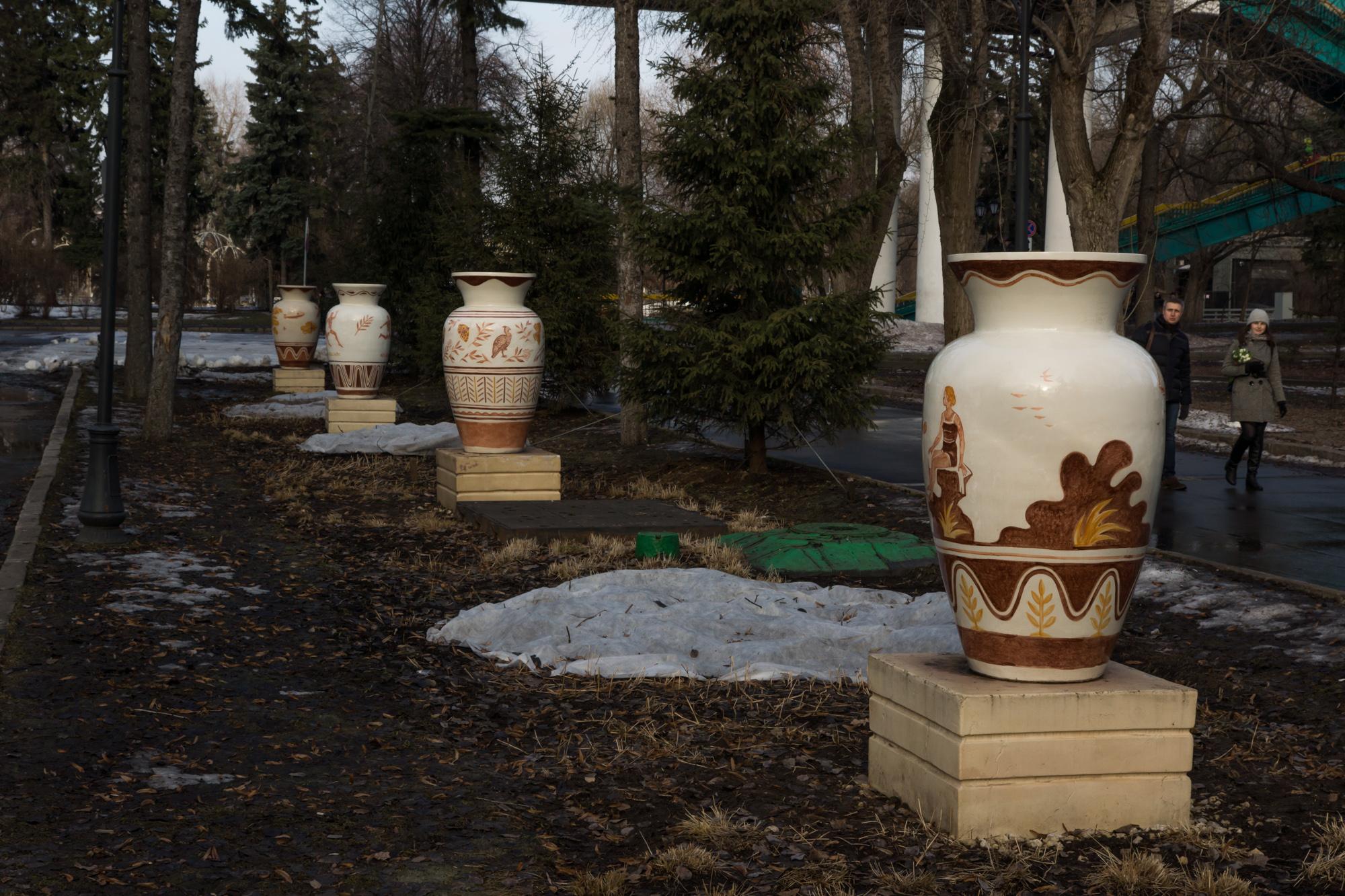 вазы в парке