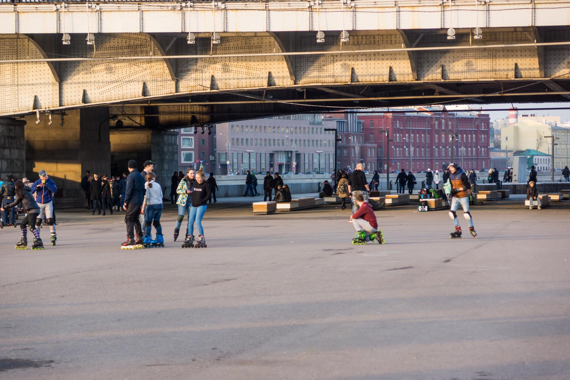 Под Крымским мостом