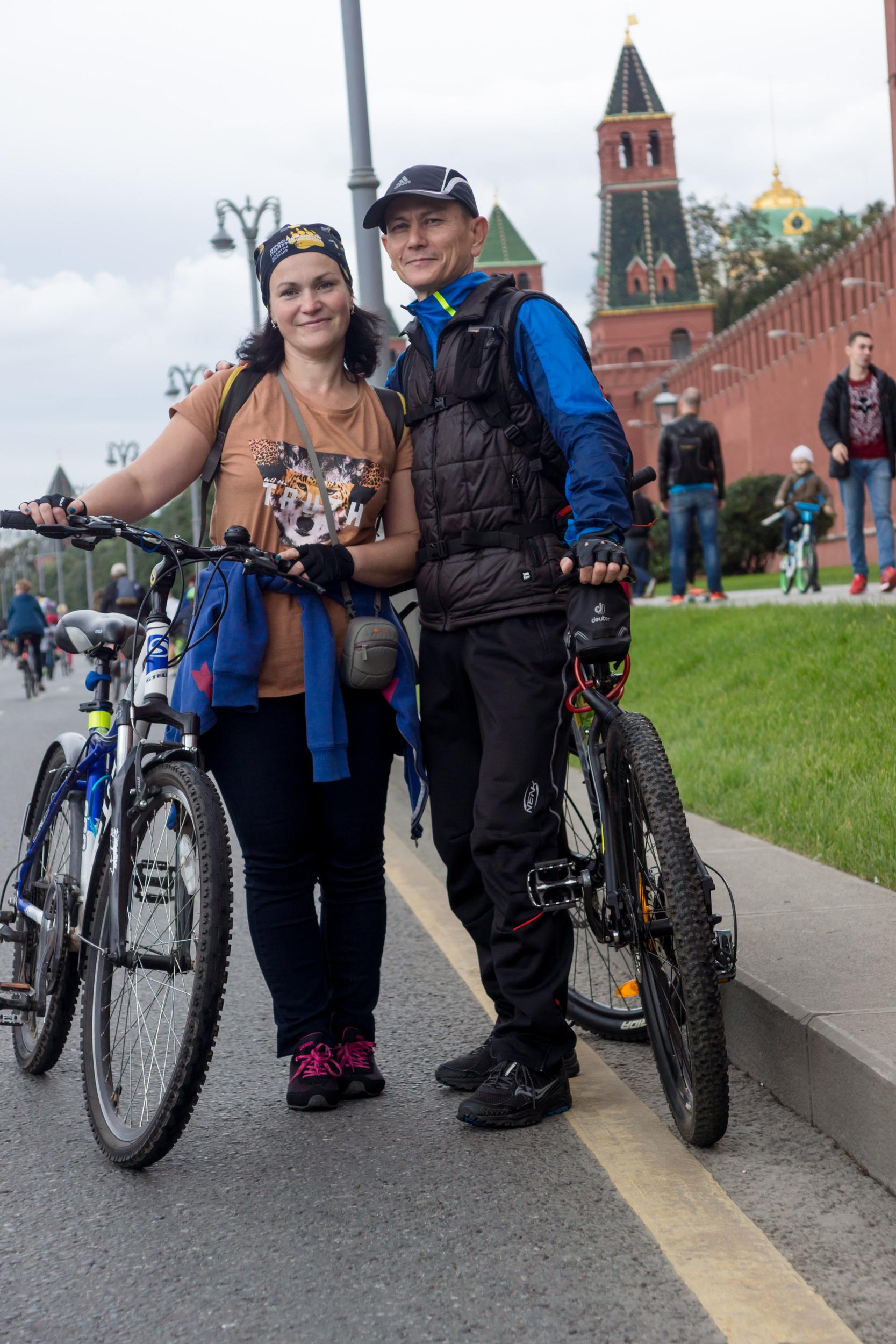 участники велопарада в Москве