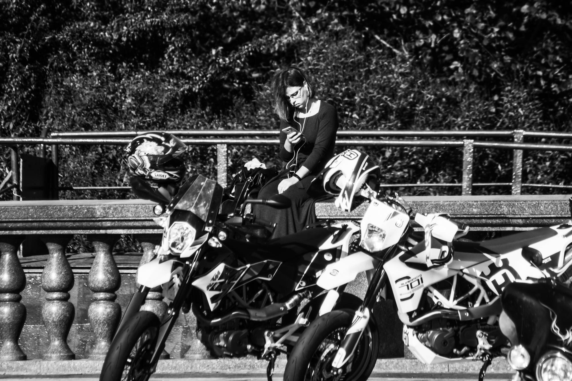 Девушка и мотоциклы