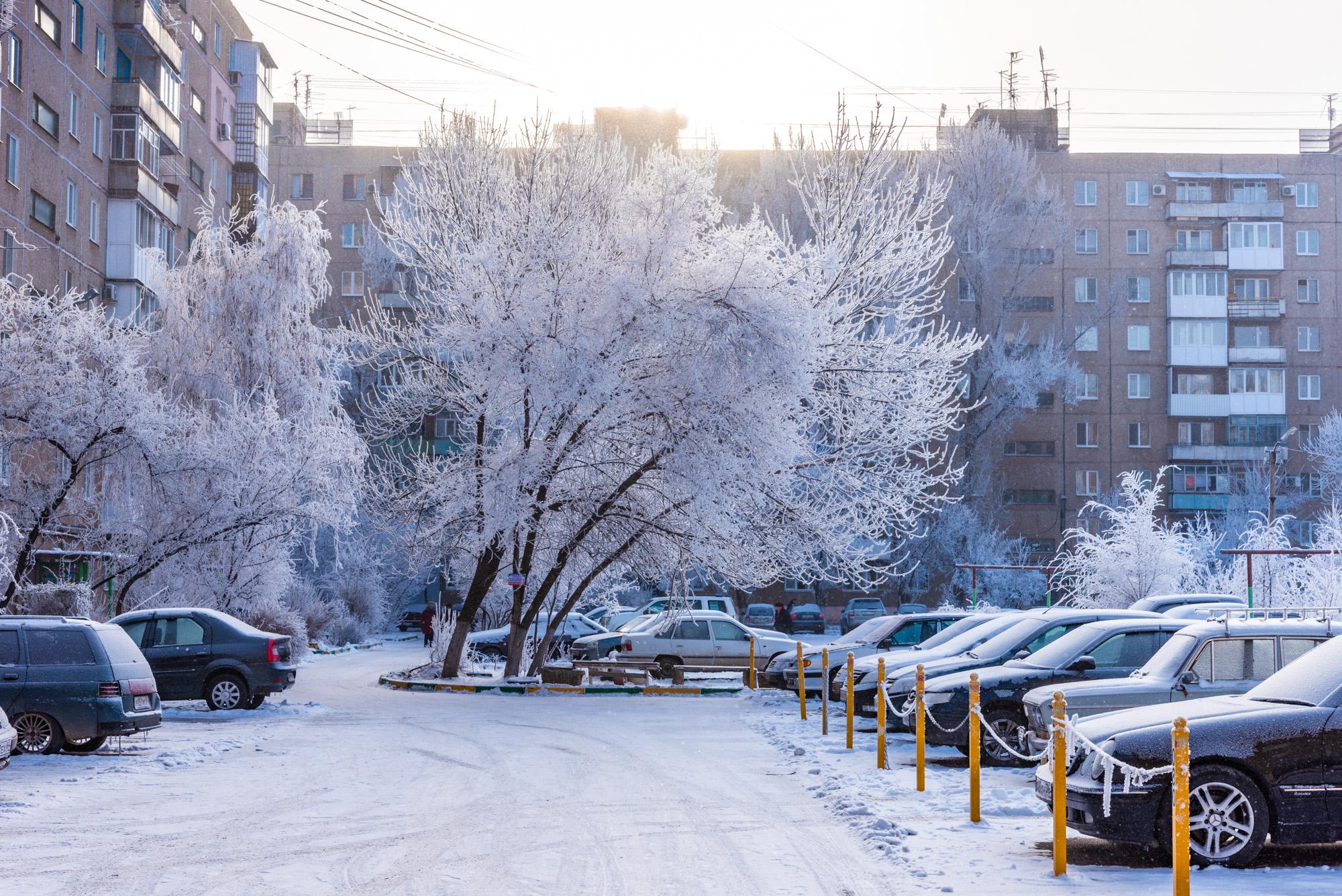 Городской двор зимой