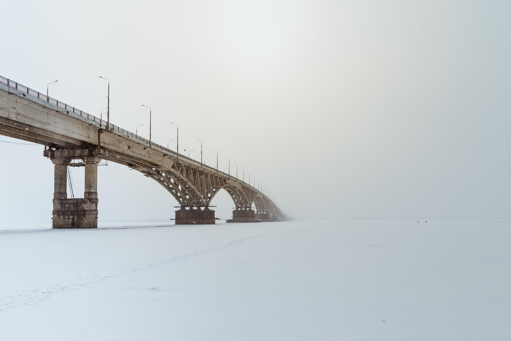 САратвоский мост и туман