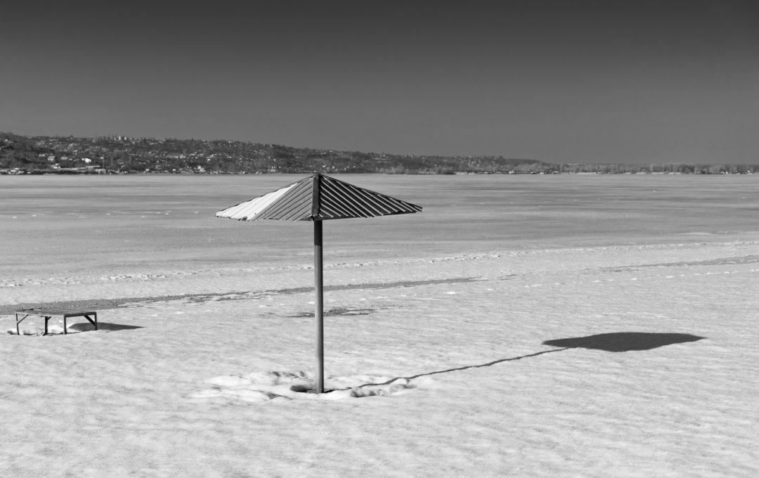 Саратовский пляж весной — весенне-зимние пляжные фотографии