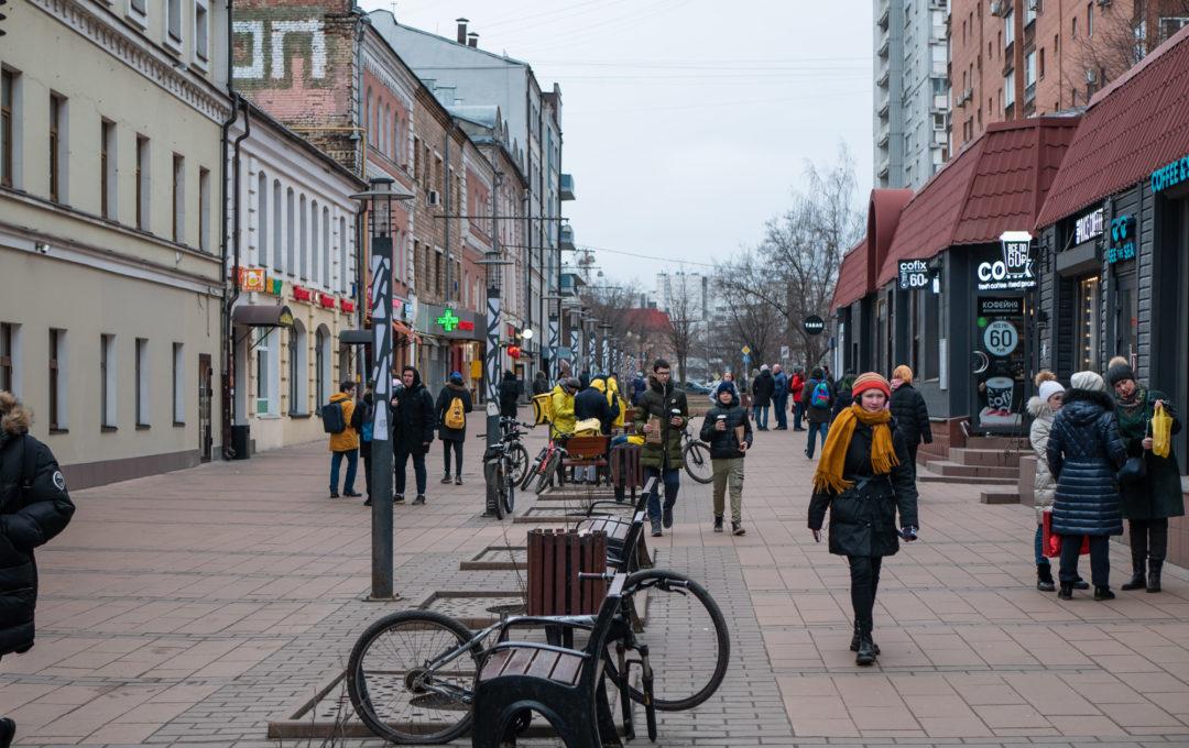 Фотозарисовка, Ладожская улица в Москве – небольшая пешеходная зона