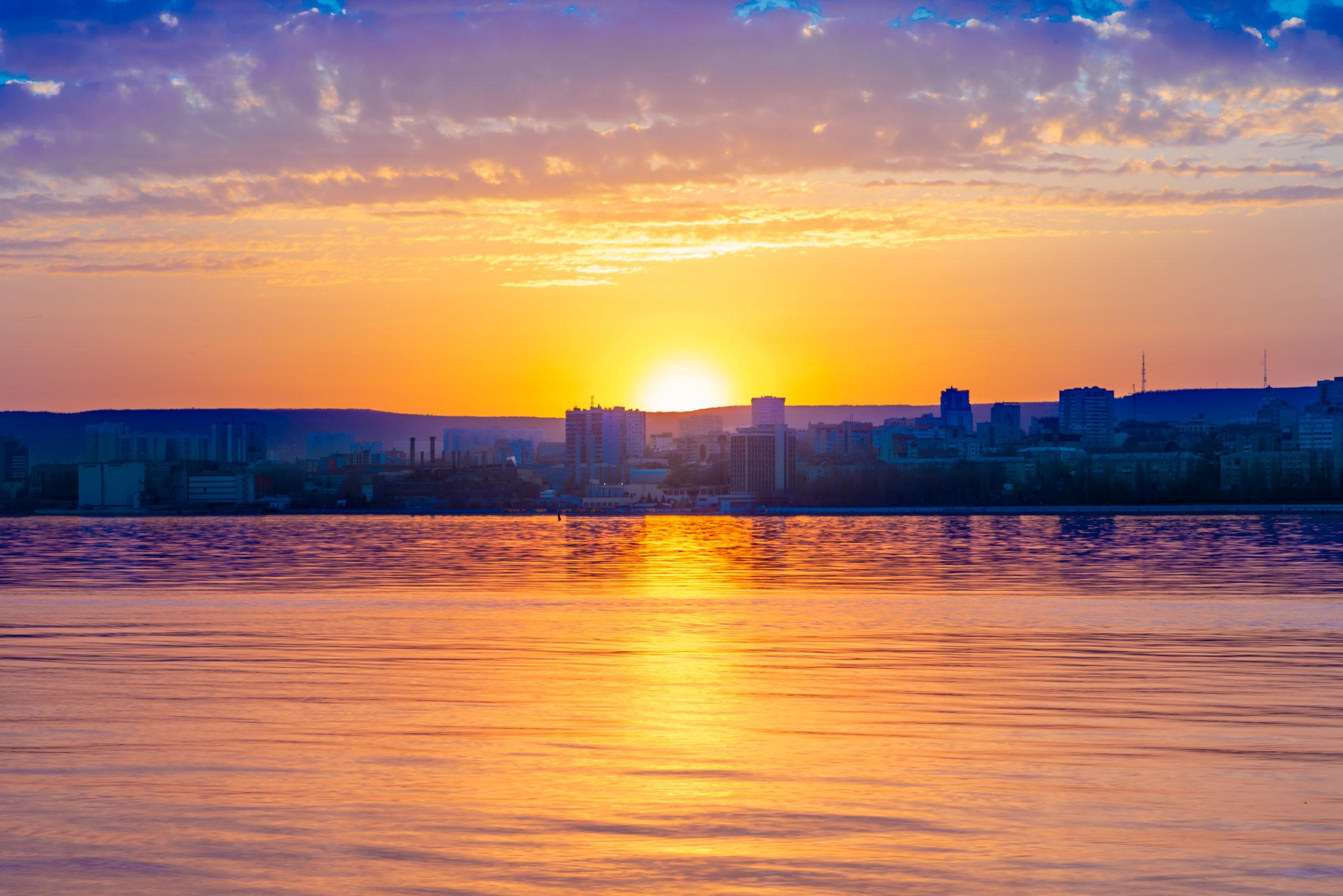 Закатный пейзаж с видом на Саратов